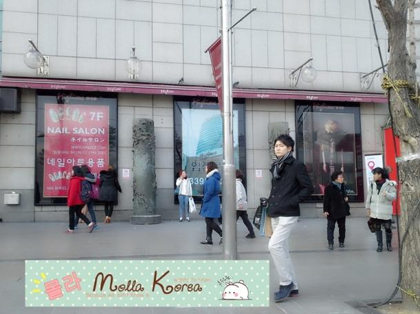 Street in Dongdaemun Seoul molang Korea.jpg