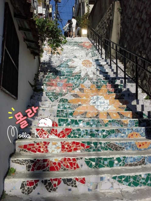 only-flowers-stairs-painting-mural-village-seoul-molang-korea-mollakorea