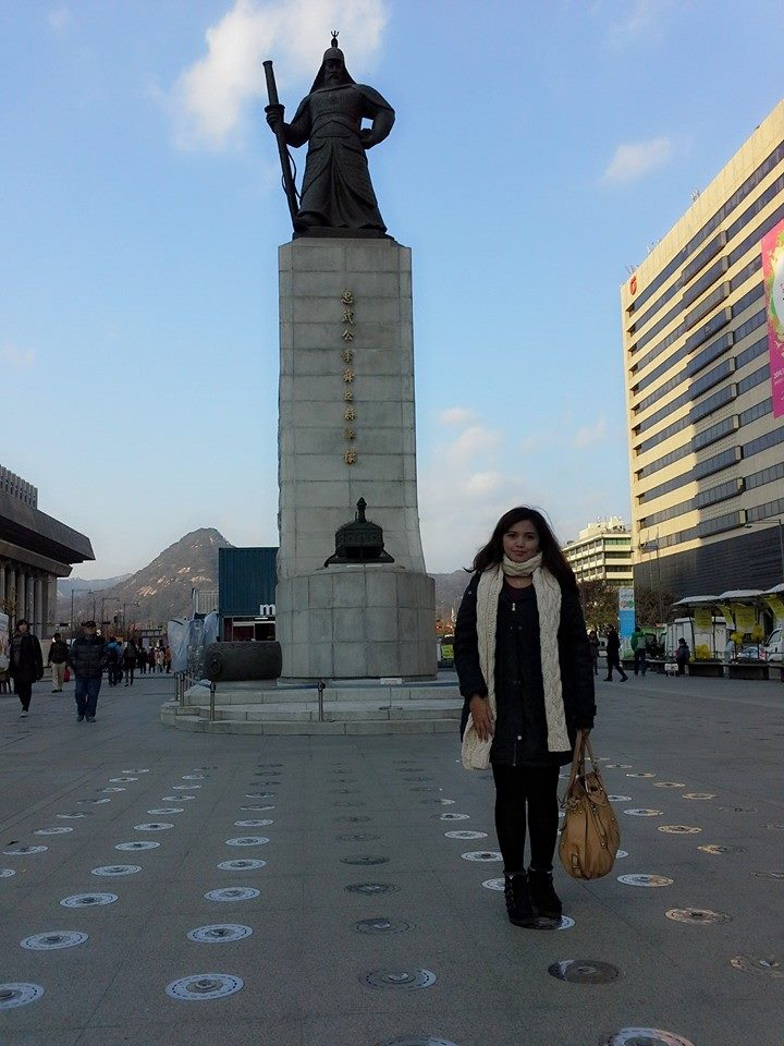 Gwanghamun Square Lee SungShin Statue molang Korea