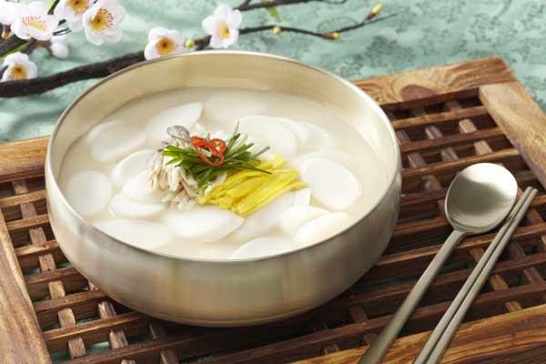 tteokguk-soup-seollal-molangkorea-molla-korea